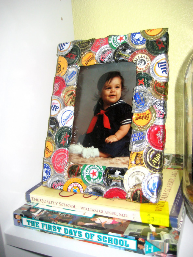 How to make a bottle cap picture frame
