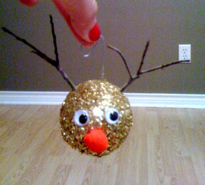 Easy DIY Christmas ornaments that kids can make