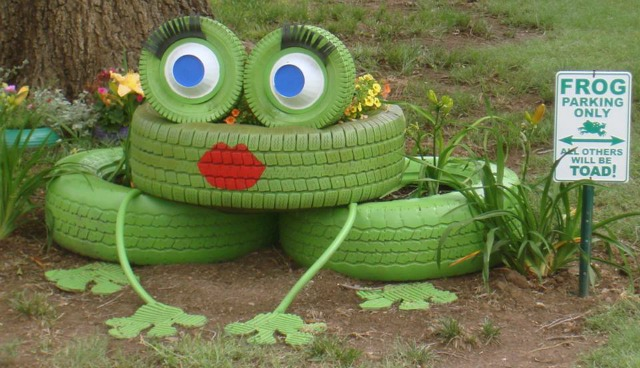 Frog tire planter