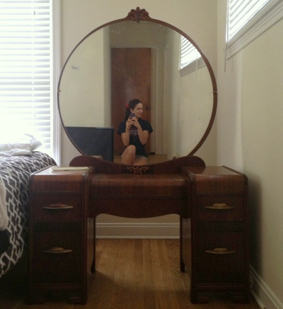 The low down on estate sales from my one experience c for Antique vanity with round mirror
