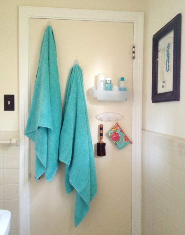 tips for organizing a small bathroom