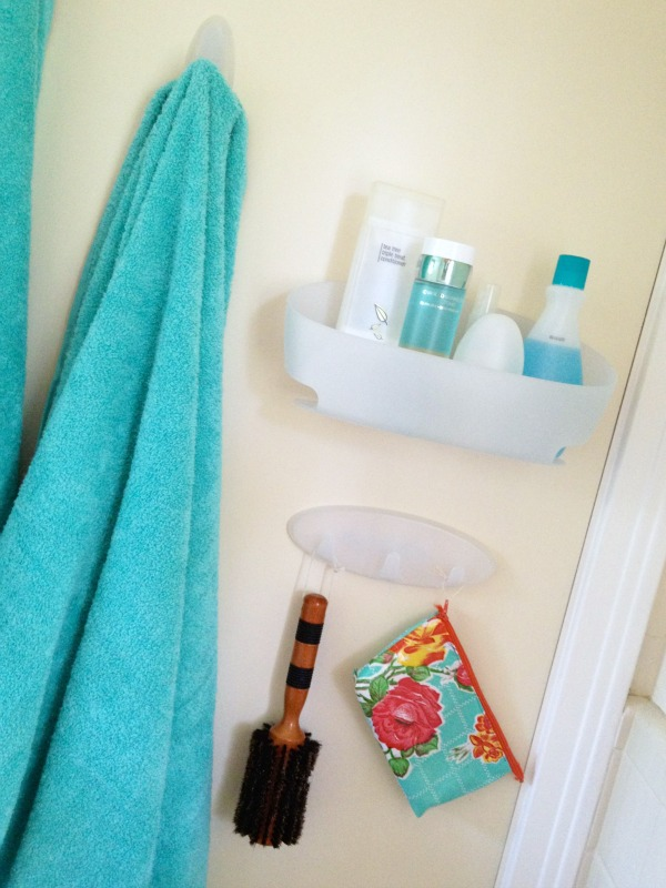 organize a small bathroom