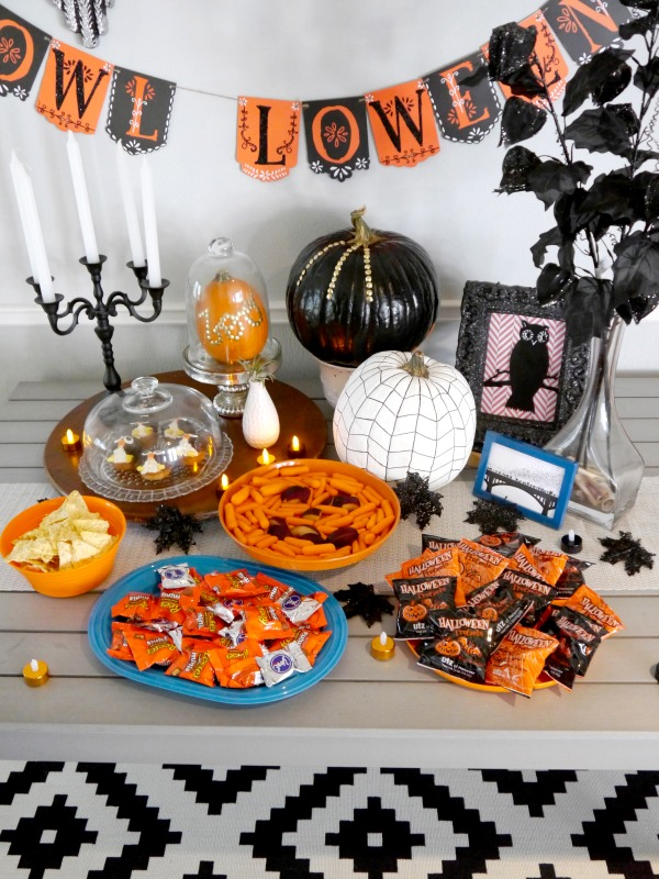 Owl-loween party decor