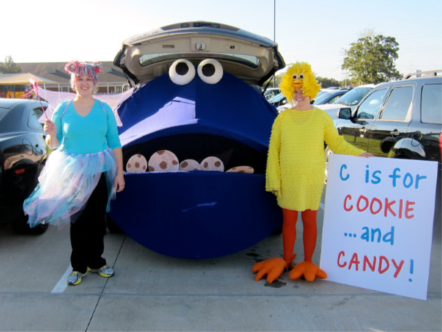 Cookie monster trunk or treat