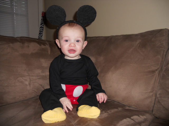 DIY Mickey Mouse baby costume