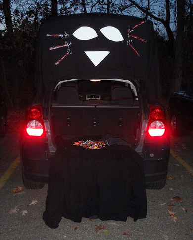 black cat clever trunk or treat ideas