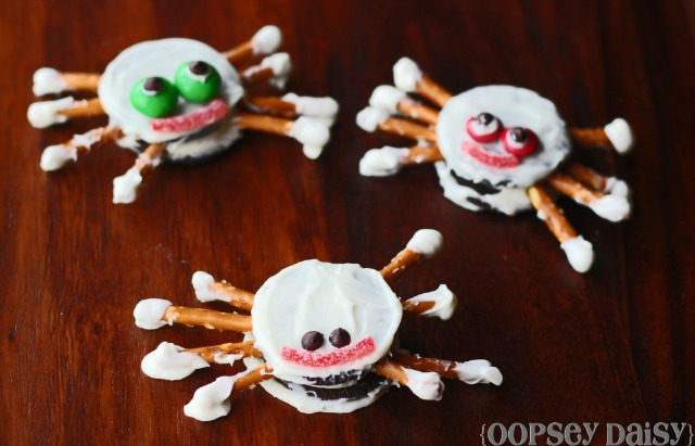 Spider Oreos Halloween party food