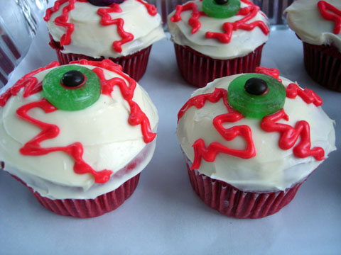 bloodshot eye cupcakes
