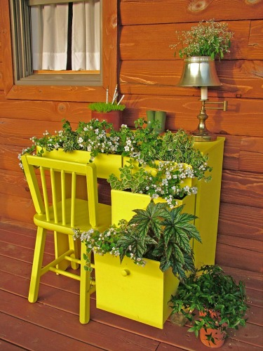 Unique vertical planter