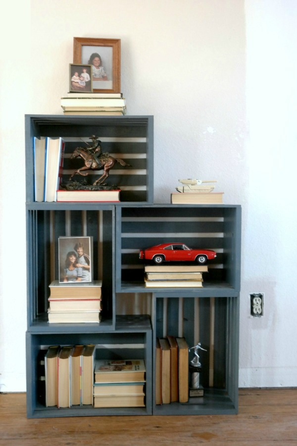 How to build a bookshelf with crates