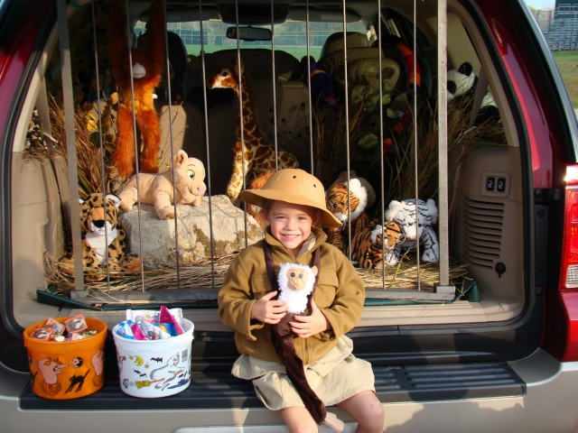 Zoo trunk or treat