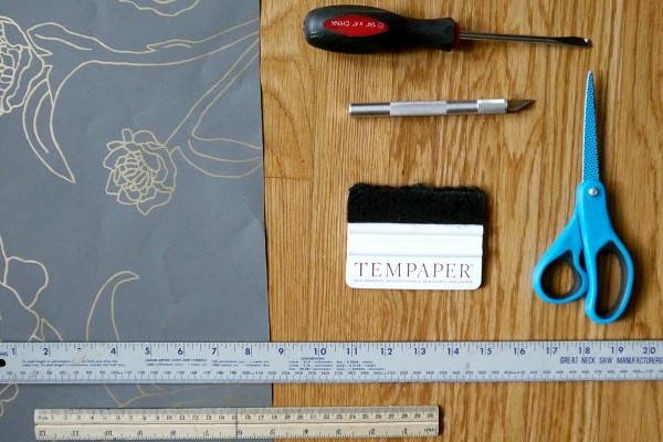 How to apply temporary wall paper