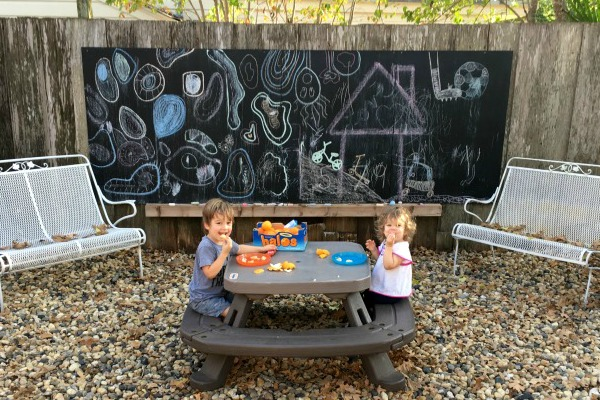 Giant-outdoor-chalkboard