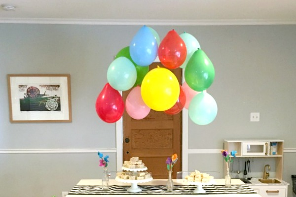 How to Make a Balloon Chandelier 1