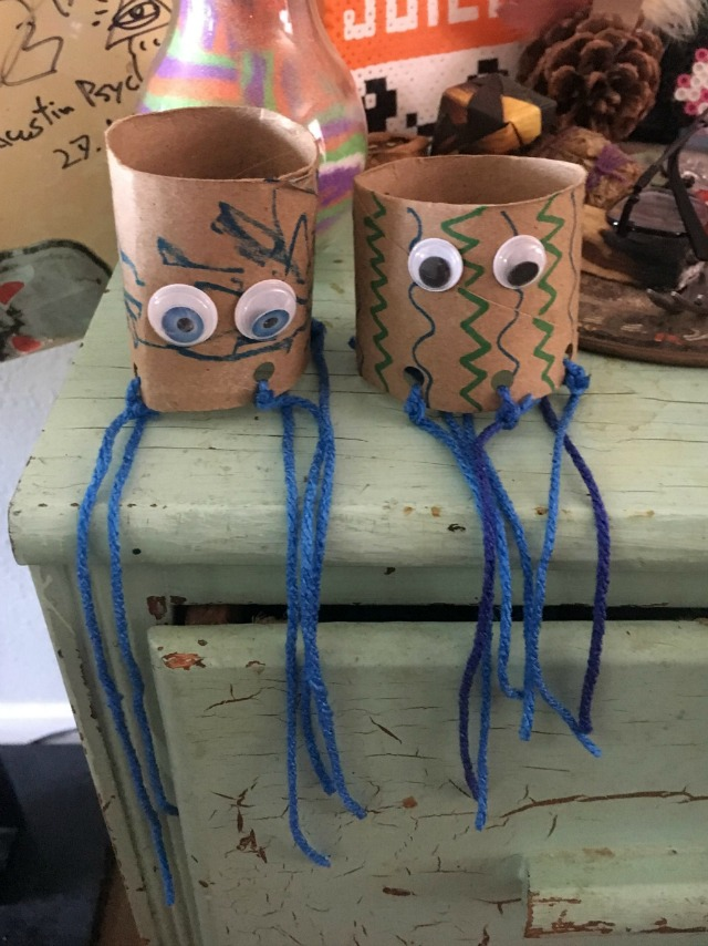 Jellyfish toilet paper tube crafts