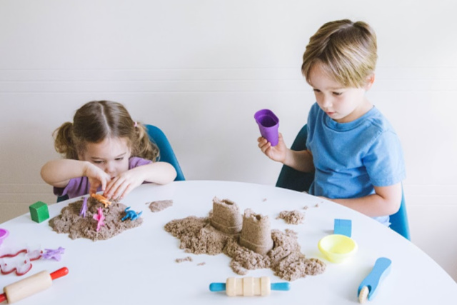 How does Kinetic Sand work