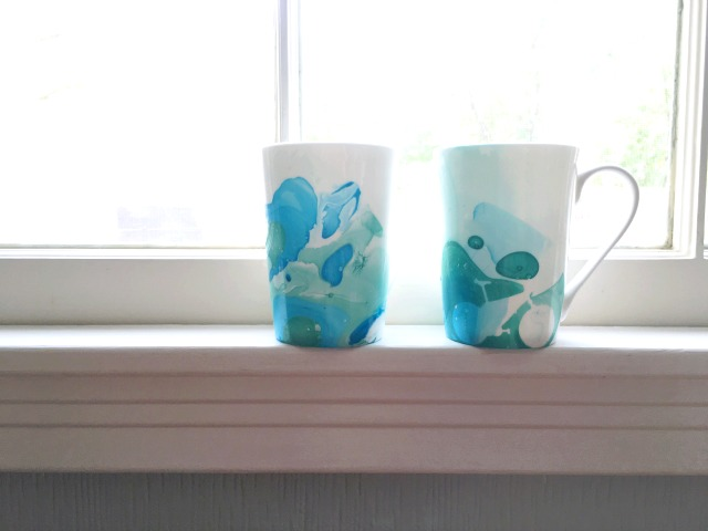 DIY marbled mugs