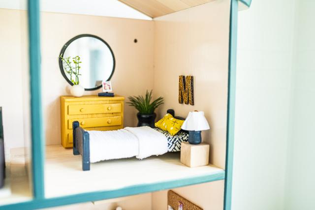 DIY dollhouse bedroom accessories