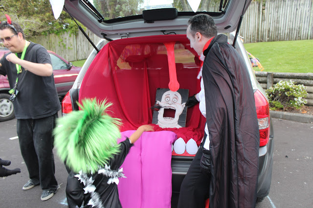 Toss game trunk or treat idea