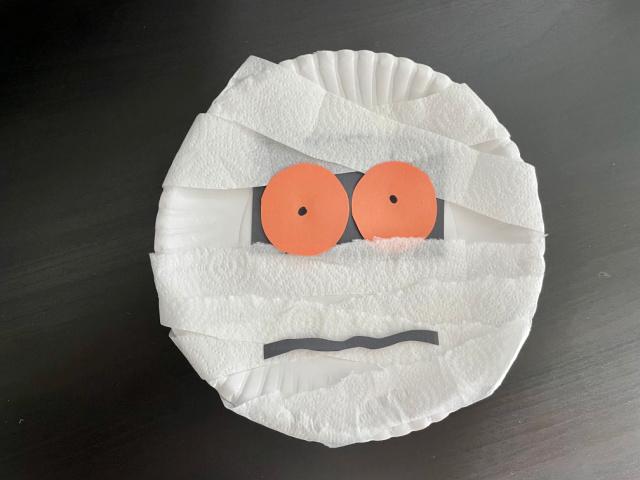 Mummy Paper plate craft